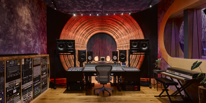 Dwaal - Electric Garden Studio - Mixing Room red fade